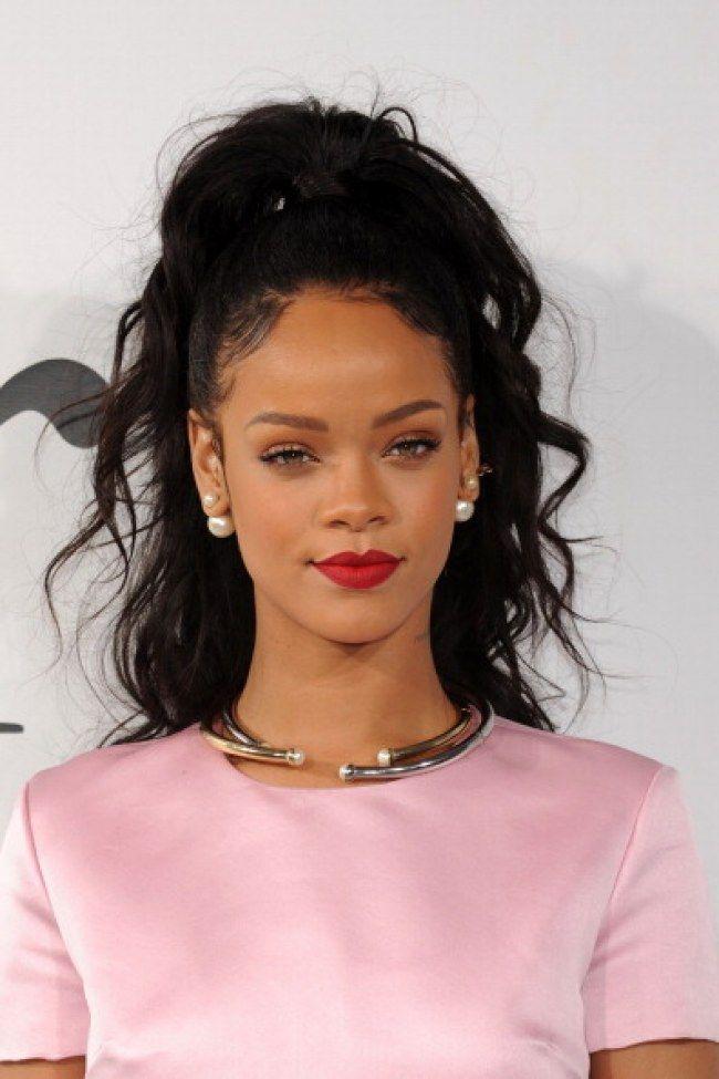 Inspire-se no rabo de cavalo da Jeannie, é um gênio - Rihanna