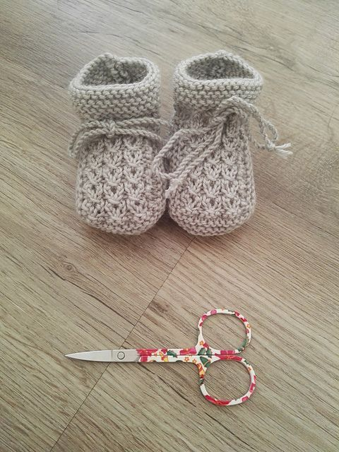 free knitting pattern booties - Little-Eyes pattern by Inma Gijón