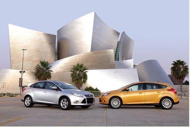 REDES SOCIALES FORD te presenta El Ford Focus viene cargado hasta el techo. Desde el Ford SYNC más avanzado que hemos comentado a otros sistemas que nos ayudan a conducir mucho más atentos en la carretera y con una mayor seguridad. Así por ejemplo contamos con el Active Park Assist con el que el coche aparca por nosotros, un control de crucero adaptativo, el Ford Active Vision que lee la carretera y las señales, controla las luces largas e incluso es capaz de detectar si estás cansado.