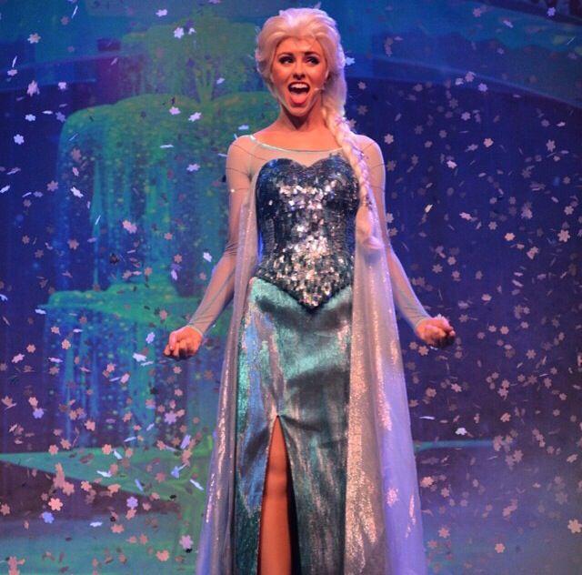 Elsa singing Let It Go at Walt Disney World's Frozen sing-a-long! My FAVORITE Elsa.