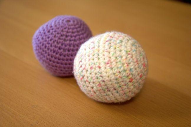 Crocheted bouncy ball for #baby and #toddler. A safe and fun toy. #DIY #crochet #virkkaus #lapset http://jennitamminen1.vapaavuoro.uusisuomi.fi/vapaa-aika/163055-diy-pomppiva-pehmopallo-lapselle