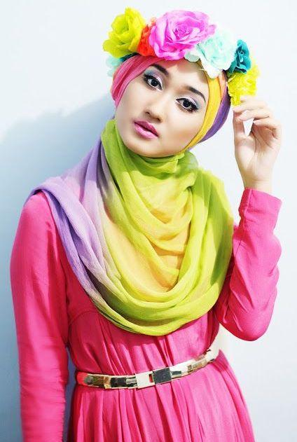 Banggalah dengan hijab yang kita kenakan :) ini merupakan identitas kita dear, merupakan bentuk kemajuan pemikiran, kemajuan jaman