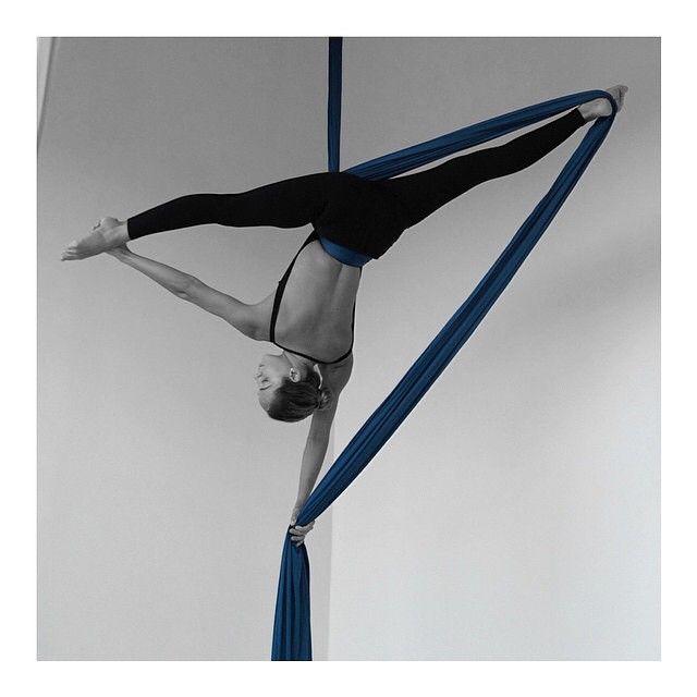 These lines!!! By @acrofc Wenew tricks! #AcroInstructor @natyzevallos Te invitamos a formar parte de la academia de danza aérea más completa del #Ecuador  Clases de acrobacias en telas, acrobacias en cubo, pole fitness, trapecio y flexibilidad. Para niñas, adolescentes y adultas, todos los niveles.  Programa tu clase de prueba GRATIS escribiéndonos a acrofitnesscenter@gmail.com #AcroFitnessCenter #SiempreInnovando #Pioneras #Ecuador #AFC #Samborondon #AcroFamily #AcroGirls #YoEntrenoEnAcro…