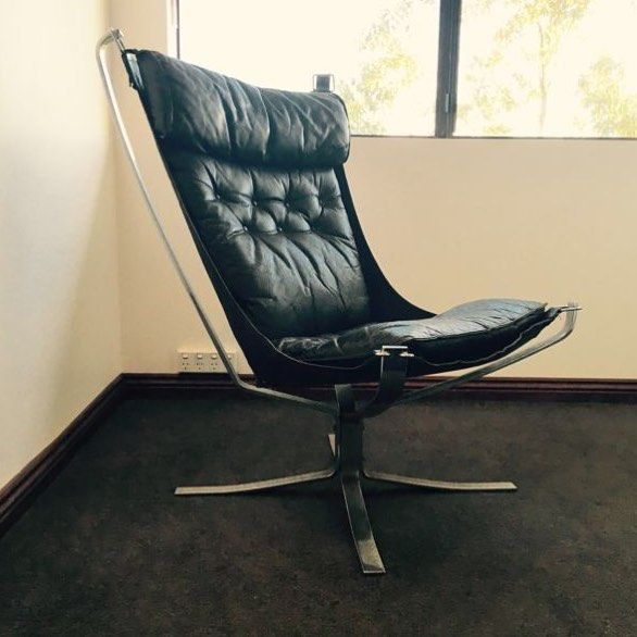 You'd have to be Falcon crazy to miss this one. Authentic Sigurd Ressel Falcon chair with dark green leather cushions and chrome base. Awesome. Perth WA. Gumtree. $2500. http://ift.tt/1mXiq4l #stylesifter #design #furniture #furnituredesign #interior #interiordesign #danish #falconchair #ressel #sigurdresell #mcm #midcentury #midcentury #midcenturyfurniture #midcenturymodern #midcenturydesign by stylesifter