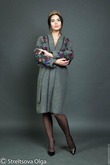 Купить или заказать Шерстяное серое пальто кардиган 'Буковинские мотивы' ручная вышивка в интернет-магазине на Ярмарке Мастеров. Шерстяное серое пальто кардиган 'Буковинские мотивы' - прямое пальто ниже колен с широкими планками вдоль бортов и рукавами 'кимоно'. Пальто кардиган с вышивкой гладью шерстяными нитками выполнено в этническом стиле. Основной мотив вышивки - буковинские узоры. Вышивка расположена по рукавам, передней части и по спинке. Борта и низ пальто обвя...