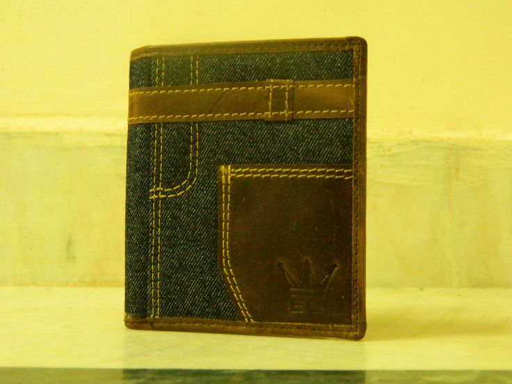 Men Stylish Looking Wallet Easy to Carry Lightweight Leather And Canvas Wallet