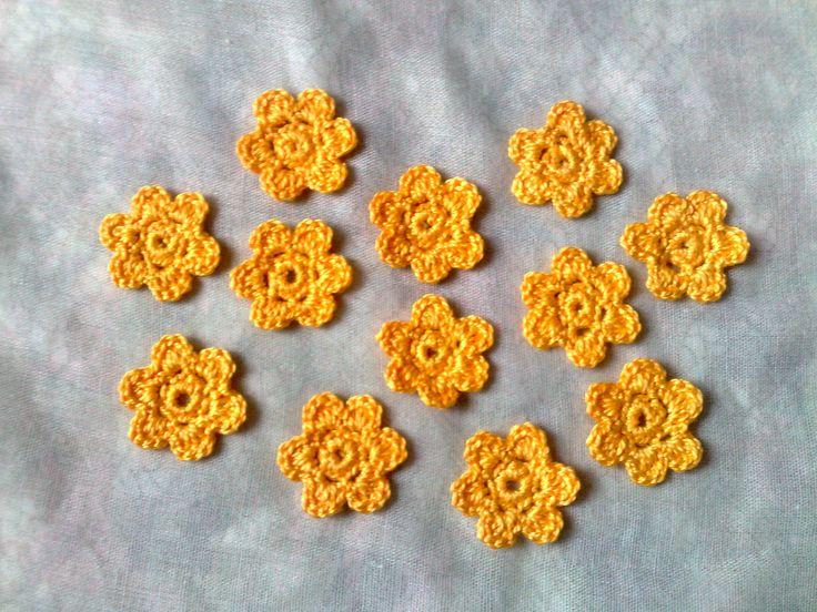 Strauchmargerite-gelbe kleine Häkelblumen-12 Stück Blumenapplikation-gelbe Blüten-Brautjungfernkleid verzieren-Sommerparty-Frühlingsmode von HaekelshopSetervika auf Etsy