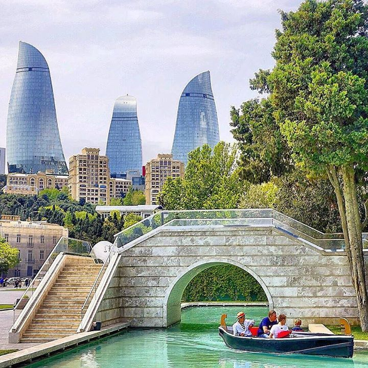 Baku's version of Venice.  Capturado por borderjunkie
