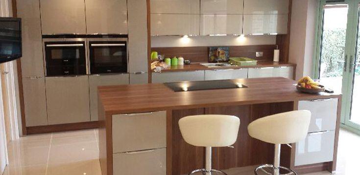 Xeno Champagne High Gloss Kitchen – Sandy, Bedfordshire Nobilia 757 Imola, 660 Champagne metallic UHG,110 American walnut reproduction Siemens Kitchen Appliances