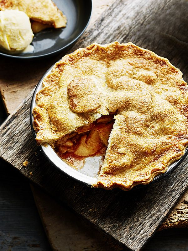 An American-style pie with a crisp sugar-crust. Serve got with a big scoop of vanilla ice cream. Easy to make, this is sure to be a new family favourite.