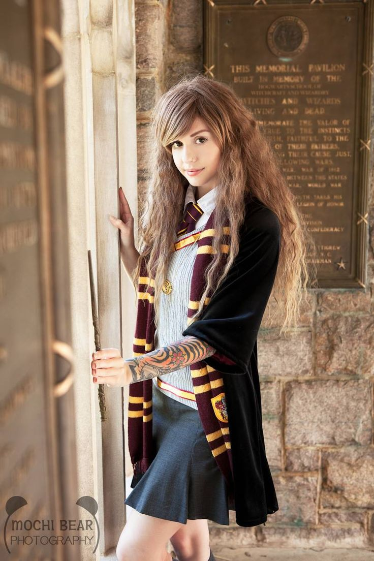 Character: Hermoine Granger / From: J. K. Rowling's 'Harry Potter' Series / Cosplayer: Alexa Poletti / Photo: Mochi Bear Photography (2014)