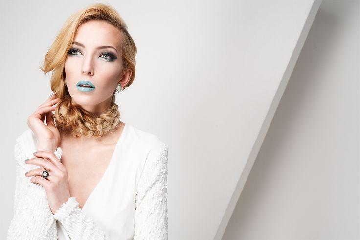 Kreacja: MO.YA fashion Model: Maddi Hapunik /Magteam Models MakeUp: Paulina Ciborowska Fryzura: Adrian Własiuk Fot. Sylwester Kwiecień Fotograf
