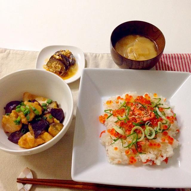 お酢ものが食べたくて酢の物だらけ! 実は魚卵が苦手だったのですが味をしめてしまい…いくらがどうしても食べたくて作りました!レシピ元はゆうこりんです! - 26件のもぐもぐ - 親子ちらし寿司・茄子と鶏肉の南蛮炒め・茄子の中華風味・お味噌汁(大根・あげ) by accachan096Y1