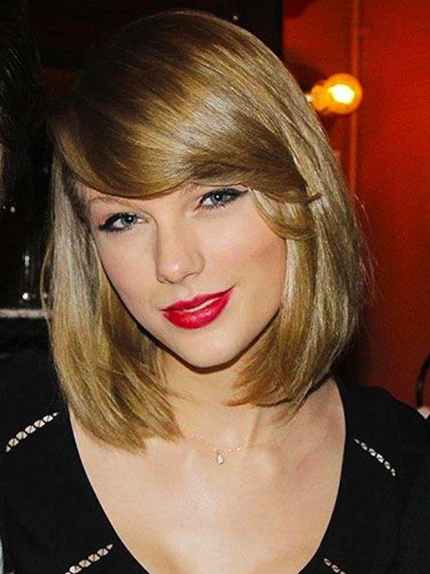 Cortes de pelo para cara ovalada: fotos de los looks - Rostro ovalado con melena midi y flequillo ladeado