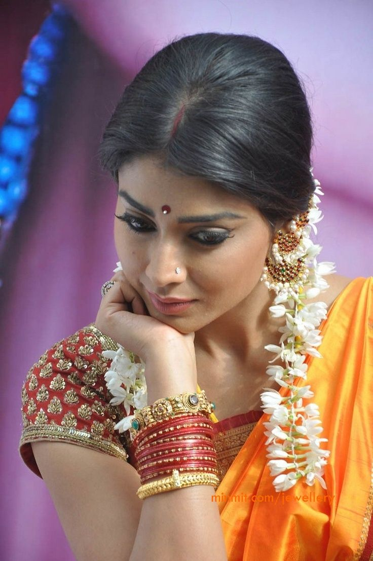 shreya_saran_wearing_imitaion_jewellery