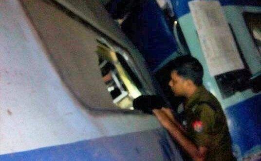 BIG TRAIN ACCIDENT : हाथ निकाल कर चिल्ला रहे थे लोग - Hindi News, Current Headlines, Breaking News, Today's Latest Samachar at Jai Hind Times