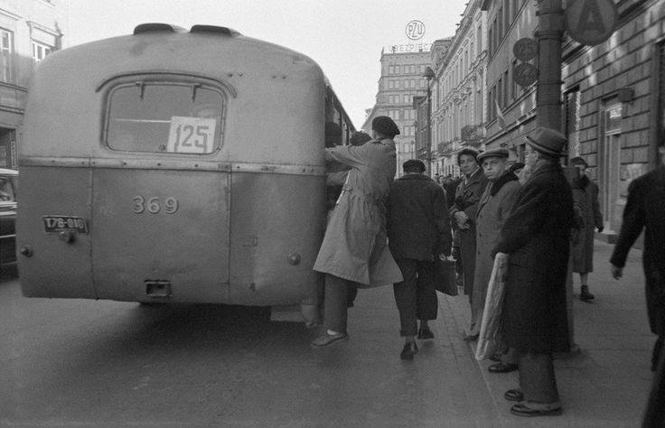 Warszawa 1959 - Chausson na linii 125, przystanek na Nowym Świecie