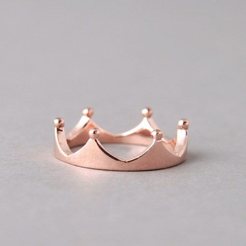 This rose gold crown ring will make you a mani queen!