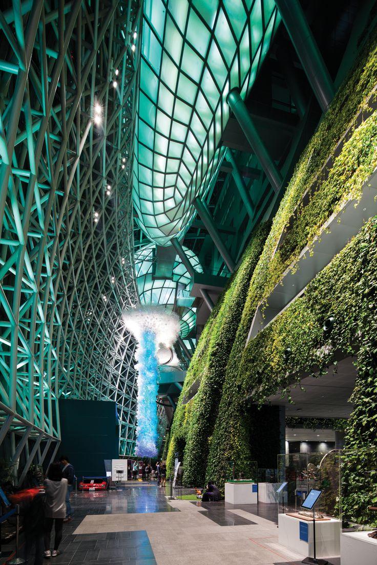 신청사 1층 아트리움의 그린월(Green Wall)에는 10여 종, 약 6만 5천본의 식물이 자라고 있다. 건축가는 벽이라는 '장치'를 통해 건물과 광장 사이를 이어지게 했다. | Lexus i-Magazine Ver.5 앱 다운로드 ▶ www.lexus.co.kr/magazine #Lexus #Magazine #instudio #architect