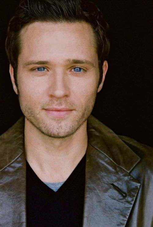 Seamus Dever stars in the TV Show Castle