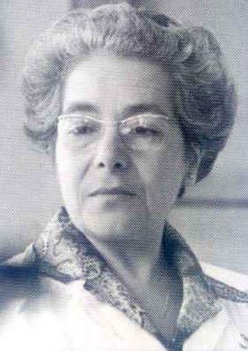 Doctora en Farmacia y en Bioquímica e Investigadora de la Junta de Energía Nuclear. Nació en Cádiz. Trabajó sobre bioquímica analítica de lípidos del bacalao en el Instituto Oceanográfico y en la Torry Research Station en Aberdeen (Escocia).  Realizó estudios sobre enzimología en la Universidad Hebrea de Jerusalén con Benjamin Shapiro.  A su regreso en 1958, comenzó a trabajar en la Junta de Energía Nuclear.  Entre (1962-1963) trabajó en el grupo de Severo Ochoa en la Universidad de Nueva…