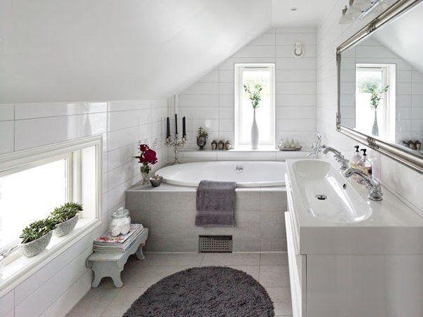 компактная ванная с окном