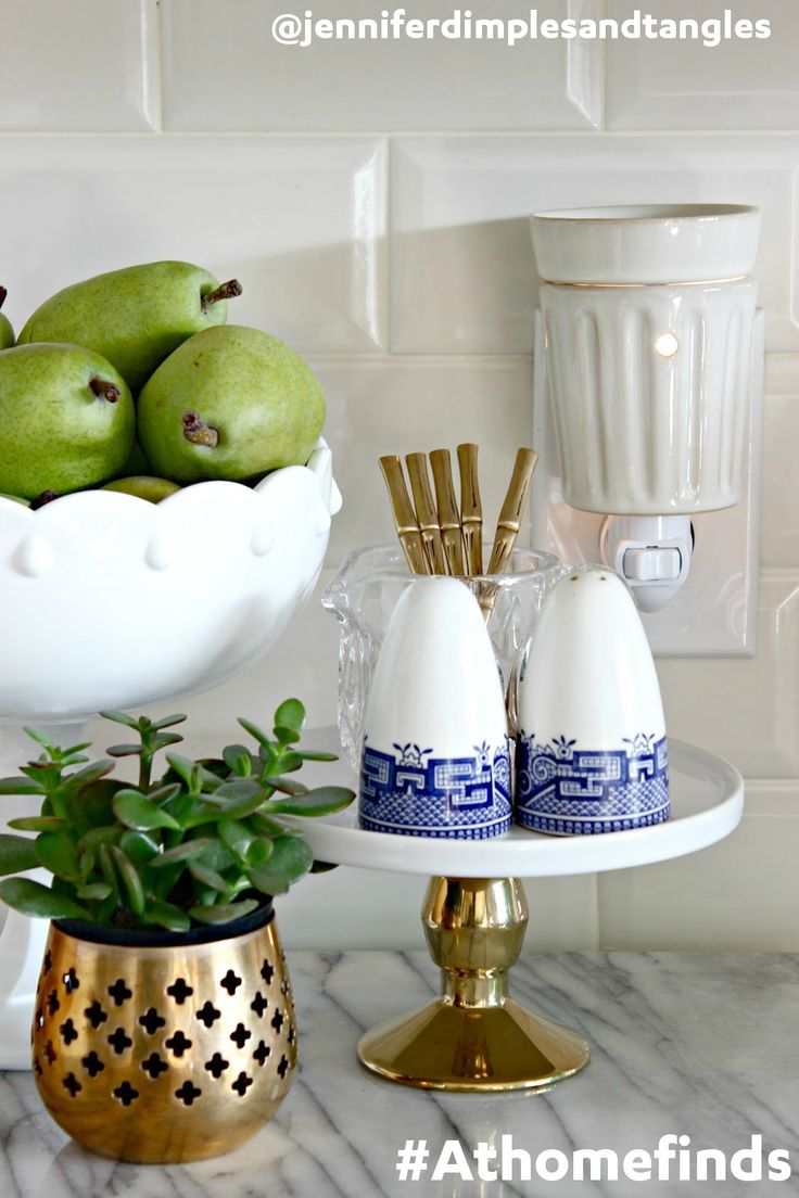 Keep your house smelling fresh for guests with candle