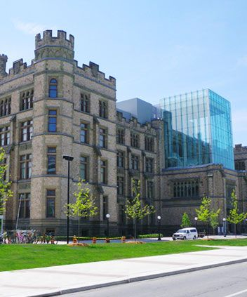 Solve clues and puzzles as you work your way through the Museum of Nature in Ottawa!   For the Birds #adventure #discover #tour #museumofnature #ottawa UrbanQuest.com
