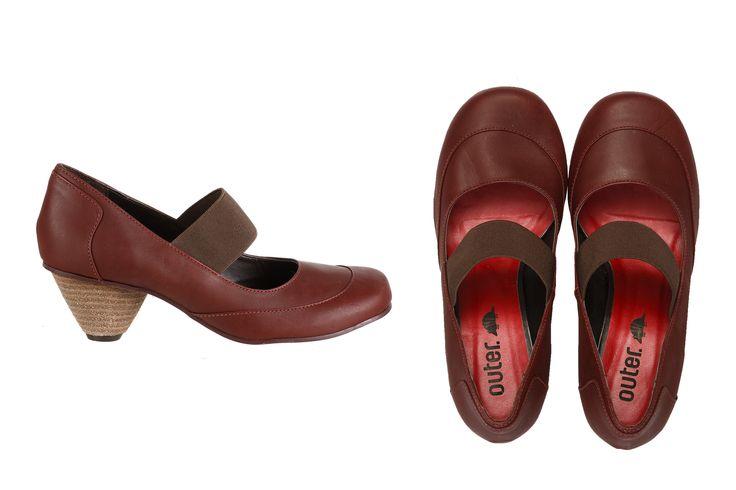 Charmosa e feminina com certo ar retrô, Dita te leva à qualquer lugar. Básica e versátil, ela modela o pé e veste super bem. Feita em couro macio e salto bem confortável. Peça chave que combina com o seu dia a dia. Para mulheres clássicas e modernas!