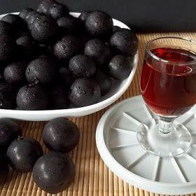 O licor de jabuticabas - veja o passo a passo da receita e faça em sua casa.