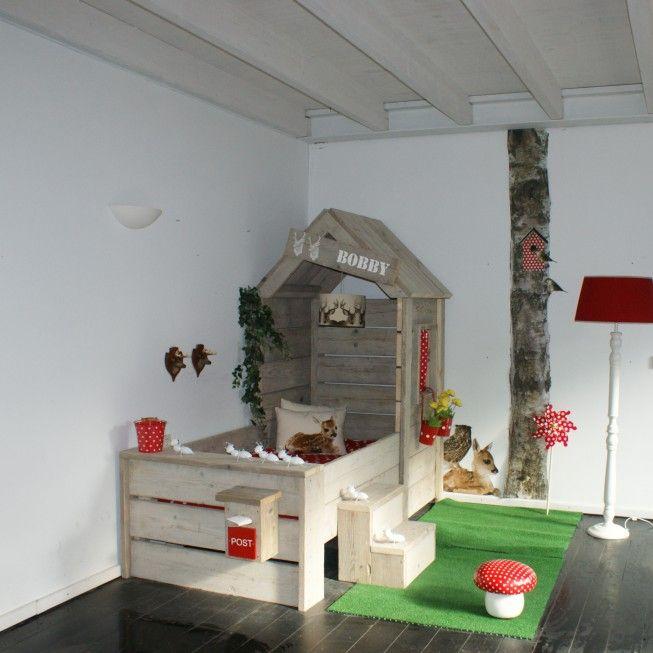 Robuuste steigerhouten kinderbedden voor een 'Zweedse' prijs