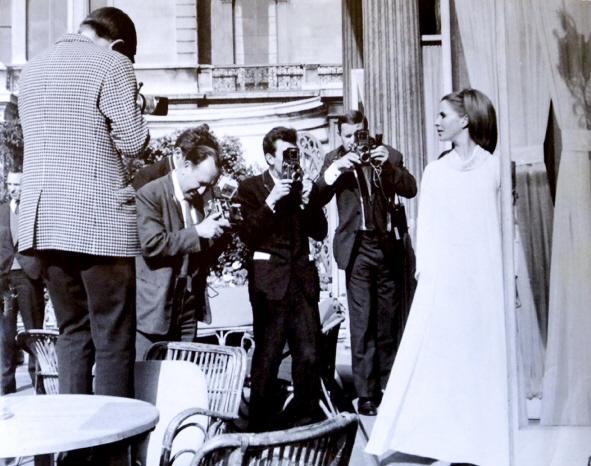 Carita Järvinen Viking Queen-elokuvan lehdistötilaisuudessa 1967.