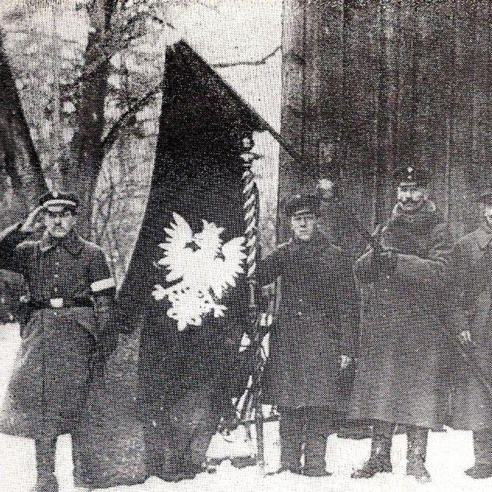 Poczet sztandarowy jednego z pododdziałów piechoty poznańskiej w styczniu 1920 r.
