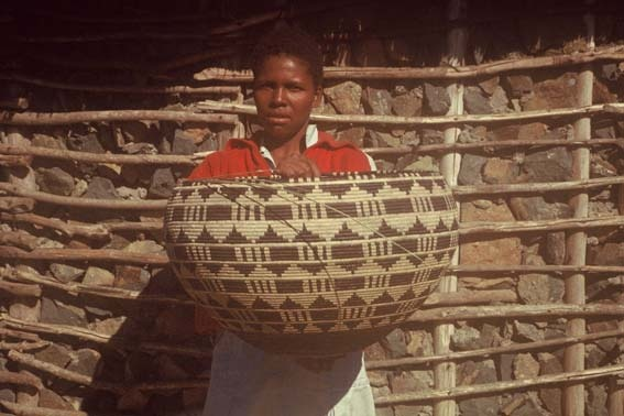 Zulu baskets Google Image Result for http://www.artthrob.co.za/02aug/images/zulu01a.jpg