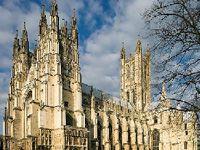 Hendrik VIII heeft in 1534 de anglicaanse Kerk opgericht. Dat is een mix tussen het protestantse en het katholiek geloof. De koning was het hoofd van de anglicaanse Kerk.