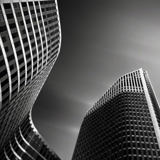 http://www.froot.nl/posttype/froot/superstrakke-zwart-witfotografie-van-hoge-gebouwen/#