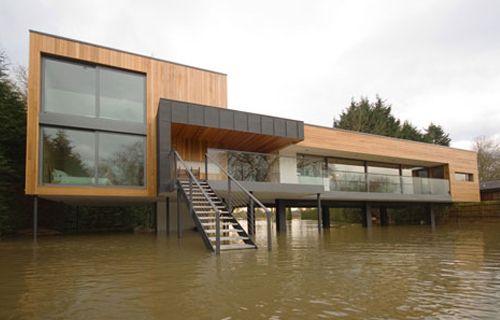 Maison sur pilotis en zone inondable