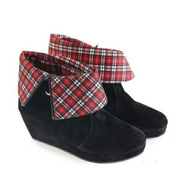 Temukan Garsel Sepatu Boot Wanita - L 585 seharga Rp 200.000. Dapatkan sekarang juga di Shopee! http://shopee.co.id/jimbluk/104159376