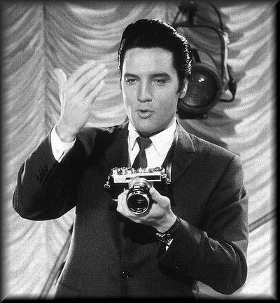 elvis presley with his camera | 35 years ago today Elvis passed away – See rare photos of The King