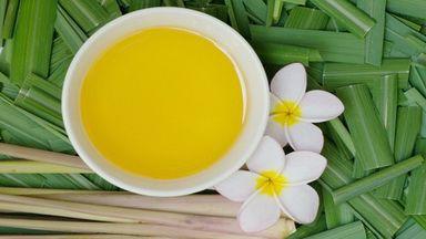 Если вы любите ароматерапию, вы, вероятно, знакомы с цитронелловым маслом. Цитронеллу часто добавляют в различные средства личной гигиены и чистящие средства, используют в качестве репеллента и...