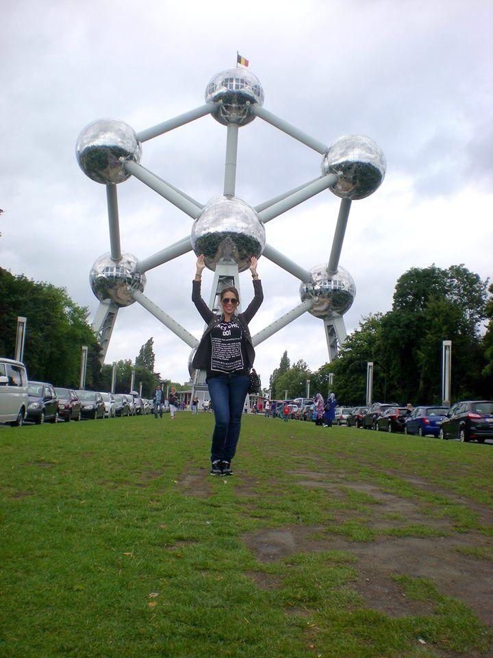 Met m'n bolletje bij het Atomium 28 weken