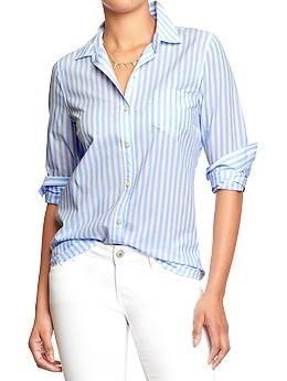Roll up your sleeves and relax in this poplin striped shirt