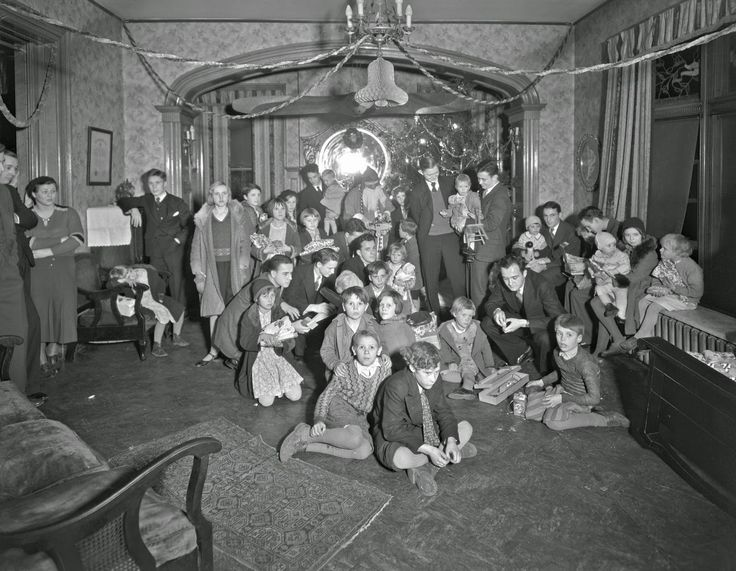 Pi Kappa Alpha Fraternity, children with Santa Claus, Georgetown, Kentucky, 1931