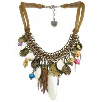 Collar Corto elaborado con suave cordón de color marrón y multiples abalorios colgantes de diferentes colores, formas y materiales. http://www.tutunca.es/collar-corto-janis-franck-herval-marron