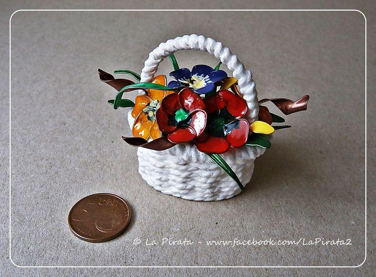 #handmade #basketry #cesteria #miniature #decoration #nailpolish #wire #flowers #basketmaker #gifts #regalos #Geschenke #DIY #körbe www.facebook.com/LaPirata2/