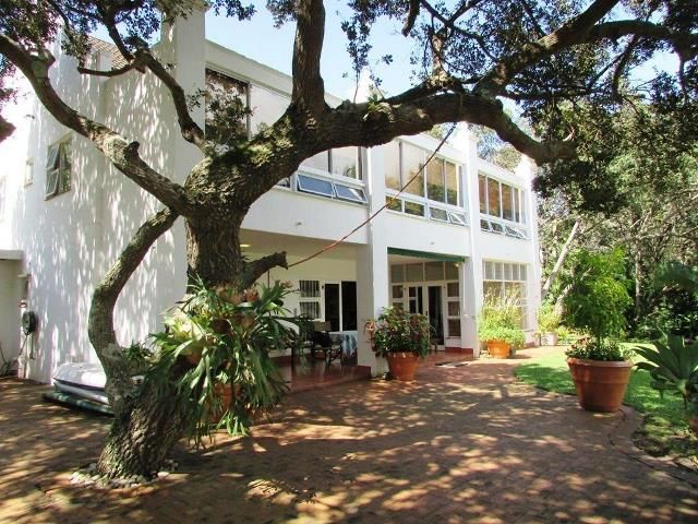 5 bedroom Townhouse for sale in Port Edward