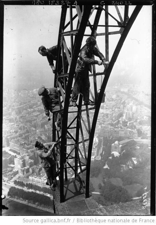 Réfection de la peinture de la Tour Eiffel : [photographie de presse] / Agence Meurisse