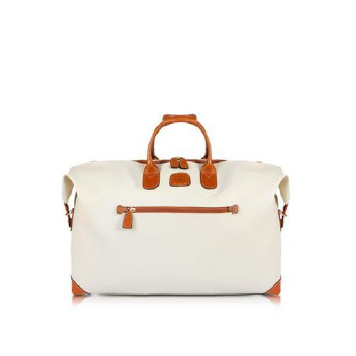 Weekender duffle-style bag in synthetic fabric with logo handles and detailing in leather. It has a spacious main compartment lined in signature fabric. Features one external and one internal zipped pocket.