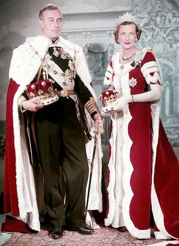 Pin By Jean Lou Robert On Mathilde In 2021 Coronation Robes Queen Elizabeth Queen Elizabeth Ii