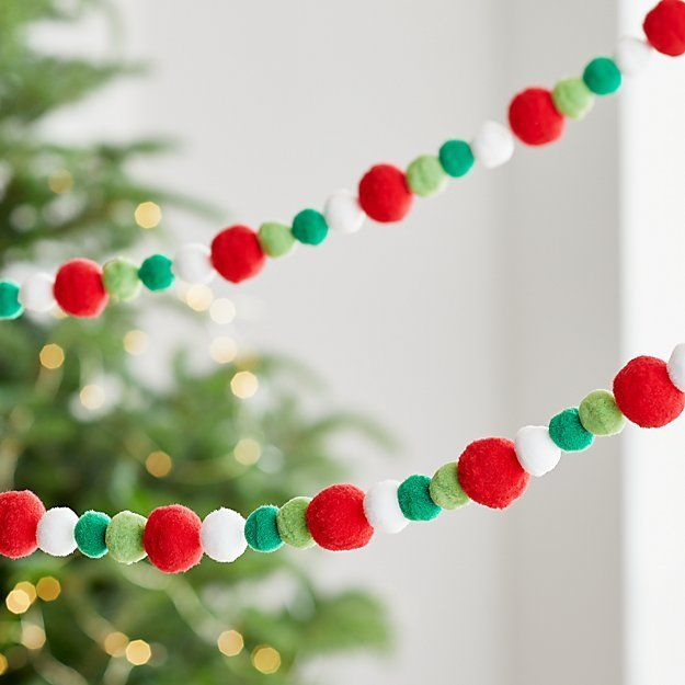 Red Christmas Decor Best Christmas Tree Decorations Cool Christmas Trees White Garland Ch In 2020 Best Christmas Tree Decorations Red Christmas Decor White Garland